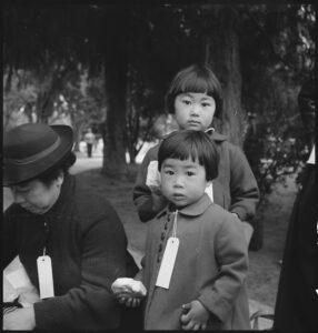dzieci woczekiwaniu naewakuację doobozu internowania